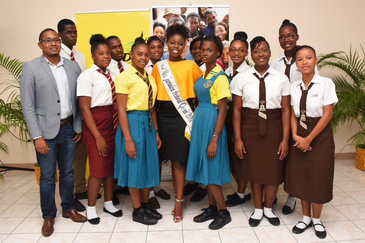 Miss Jamaica Festival Queen 2017, Dainalyn Swaby (centre) and The Hon. Floyd Green, State Minister in the Ministry of Education, Youth and Information and Member of Parliament for South-West St. Elizabeth (right) pose with students who attended the launch of Swaby's national project Learn. Earn. Return.
