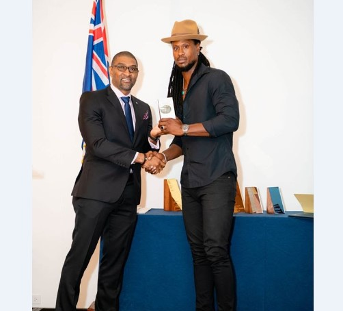 Omari Banks Receives Entertainer of the Year Award by Anguilla Hotel and Tourism Association 1